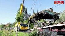 VIDEO. Niort : Le bateau qui avait coulé dans la sèvre repêché