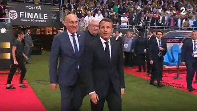 Sifflets hier soir lors de l'entrée sur la pelouse du Président de la République avant le coup d'envoi de la finale du Top 14