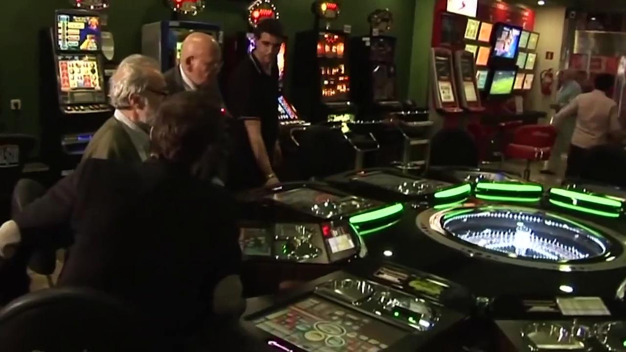8 Famosos Estafadores que Llevaron Casinos a la Bancarrota