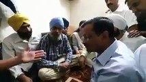 kejriwal meets sikh thrashed by police