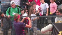 CUTE: Sascha Zverev gives young girl a headband, after hitting her with smash | Rome 2019