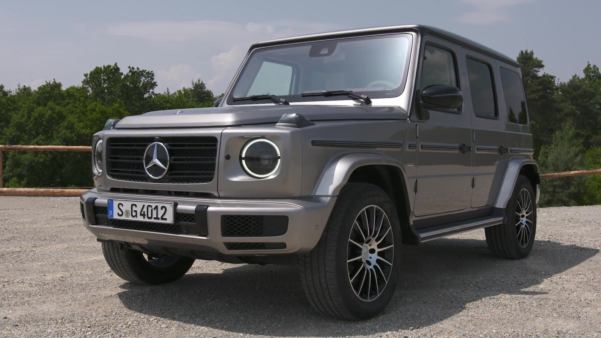 Mercedes Benz G 400 D In Mojave Silver Driving Video Video Dailymotion