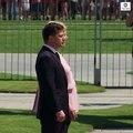 Regardez l'image impressionnante d'Angela Merkle prise soudainement de tremblements alors qu'elle assiste à une cérémonie officielle