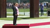 Angela Merkel prise de tremblements pendant une cérémonie officielle