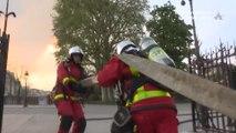 Intervención de los bomberos durante el incendio de Notre Dame