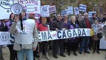 Miles de personas protestan ante el Supremo por su polémica sentencia sobre las hipotecas