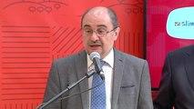 """Lambán califica de """"desmanes, torpezas, e incoherencias"""" las acciones de los independentistas con los lazos amarillos en Cataluña"""