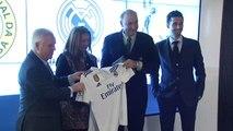Arbeloa asiste a la firma del proyecto 'Cruzada Por Los Niños' que capitanea la Fundación Real Madrid