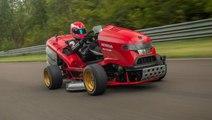 Mean Mower V2: Honda fabrique la tondeuse à gazon la plus rapide au monde