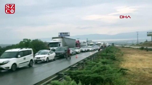 TIR kaza yaptı, yol trafiğe kapandı