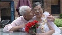 Tres parejas de ancianos celebran el Día de los Enamorados chino por todo lo alto