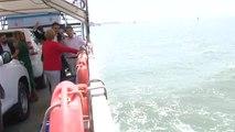 Sánchez y Merkel cruzan el río Guadalquivir rumbo a Doñana