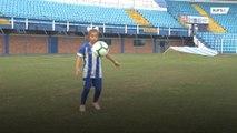 Conoce a la jugadora de fútbol  de 10 años que esta enseñando a los niños como se hace