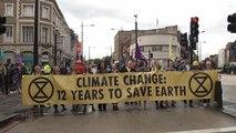 Des Londoniens bloquent la circulation pour dénoncer la pollution