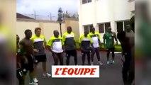 Quand Hervé Renard chantait et dansait avec ses joueurs - Foot - CAN