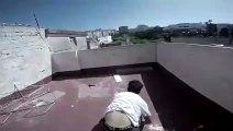 Parkour, il tombe à travers le toit d'une maison !