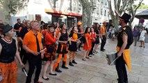 Avignon : la batucada de Rochefort-du-Gard, Oumpack résonne place des Carmes