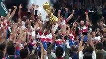 Şampiyon Anadolu Efes, kupasını aldı