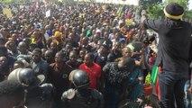 La France n'est pas le problème - ce mes dirigeants Ras Bath à la Grande Marche contre Les Attaques