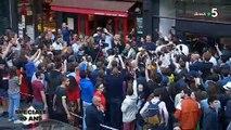 """Regardez Alessandra Sublet, Anne-Elisabeth Lemoine et Anne-Sophie Lapix qui vont dans la rue avec le chanteur M pour fêter les 10 ans de """"C à vous"""" - Vidéo"""