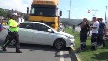 Tırın çarptığı otomobil metrelerce sürüklendi