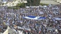 Decenas de miles de griegos se manifiestan en Atenas por el nombre de Macedonia