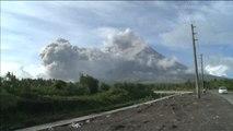 Alerta máxima en Filipinas por la inminente erupción del volcán Mayón