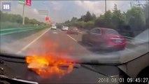 Le smartphone de ce conducteur explose en pleine route... Terrifiant