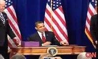 Barack Obama signe le plan de relance