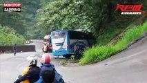 Indonésie : Un homme saute d'un bus dont les freins ont lâché (Vidéo)