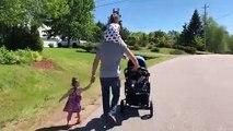 Ce super papa promène ses cinq enfants !