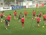 Los aficionados rojiblancos acompañan al Atlético durante el entrenamiento