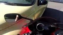 Un automobiliste renverse un motard qui se venge en explosant la vitre de la voiture