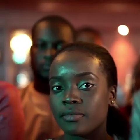 Magnifique ! Regardez comment ces femmes et ces hommes mettent l'Afrique de l'Ouest en évidence !