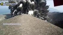 L'éruption très spectaculaire du volcan Anak Krakatoa en Indonésie