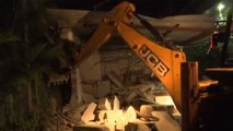 Jagan Mohan Reddy Government demolishes Chandrababu Naidu's Praja Vedika | Oneindia News