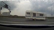 Vacances : il perd sa caravane sur l'autoroute !