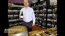 Les Héros de la Vigne - Jean  Guizard nous présente une bouteille du Mas Nicolas