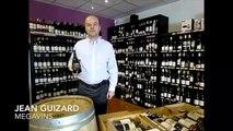 Les Héros de la Vigne - Jean  Guizard nous présente une bouteille de la cuvée Serre de Maroquier