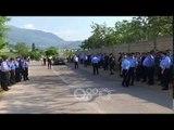 RTV Ora - Kukës ,kordoni i parë i policisë disa metra larg aeroportit