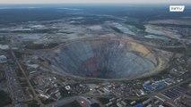"""На краю """"Мира"""". Самый крупный алмазный карьер в Якутии уже несколько лет стоит заброшенным"""