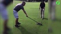 2 golfeurs trouvent un énorme serpent sur le green