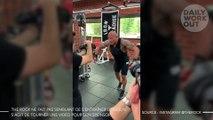 The Rock ne fait pas semblant de s'entraîner lorsqu'il s'agit de tourner une vidéo pour son sponsor