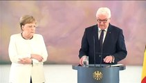 Regresan los temblores de Merkel durante un acto oficial