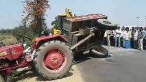 Dépannage d'un tracteur avec une pelleteuse (Fail)