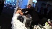 Ce mariage dégénère au moment de la découpe du gateau...