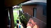 Elle met le feu à la maison de ses voisins, le tout filmé par sa propre caméra de surveillance