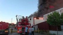 TEKİRDAĞ Hurda kumaş deposunda çıkan yangın güçlükle söndürüldü