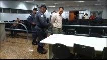 Momento em que um dos acusados por morte de família é preso em Guarapari