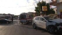 Başkent'te dolmuş otomobile çarptı: 7 yaralı